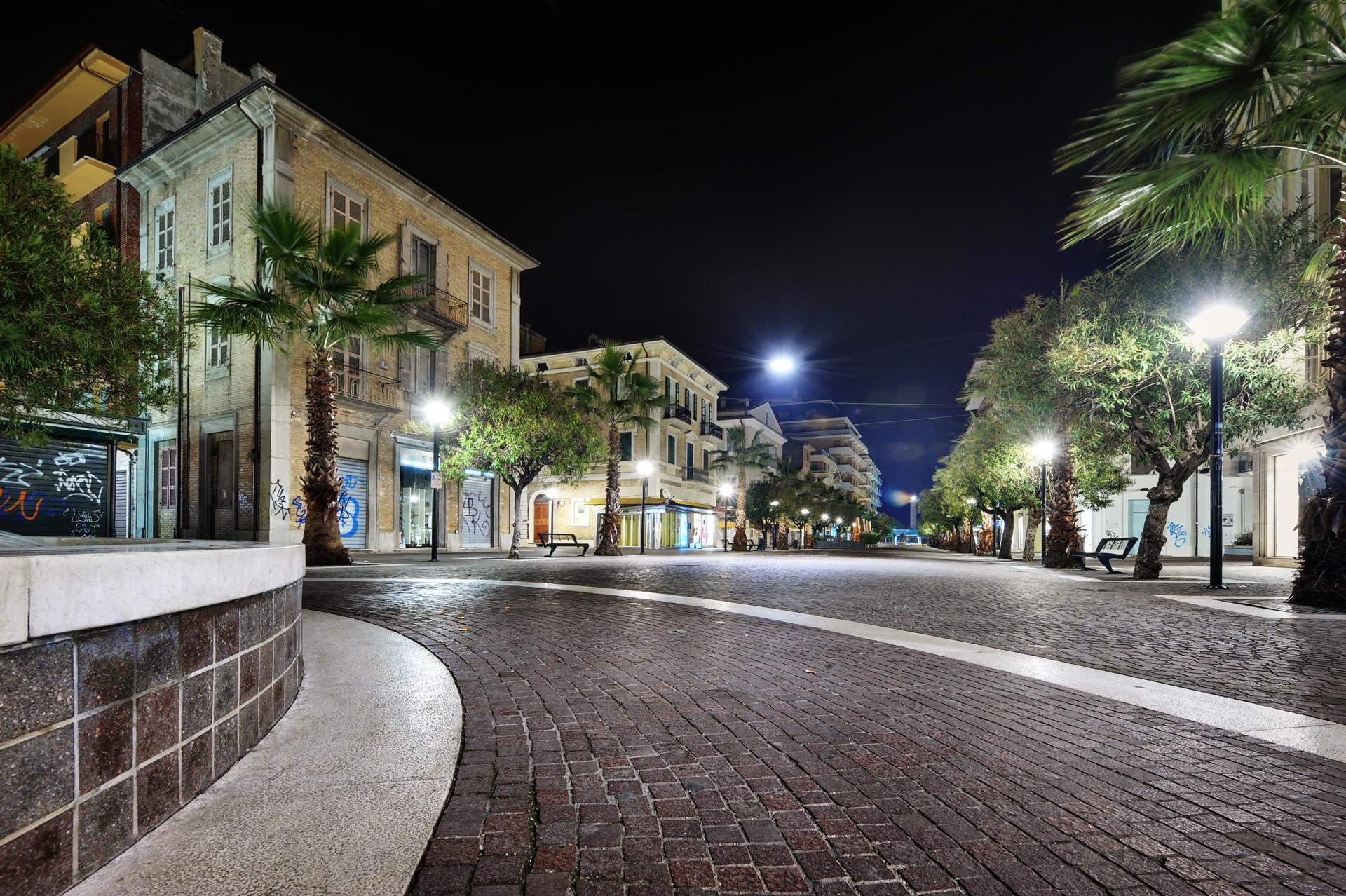 Viale Secondo Moretti, pedestrian zone